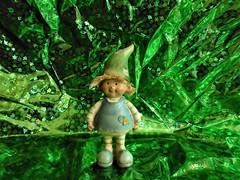 Zauberwald (Hannelore_B) Tags: elfe elf zauberwald magicforest flowerelf blumenelfe grün green lookingcloseonfriday