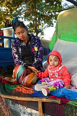Au bord de l'Irrawaddy (Ayeyarwady), Mandalay (Bertrand de Camaret) Tags: irrawaddy ayeyarwady mandalay famille femme enfant woman child tanaka bertranddecamaret birmanie burma myanmar