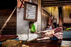 © Zoltan Papdi 2018-8752 (Papdi Zoltan Silvester) Tags: afrique maroc marrakech boutique enpleinair marché brut culture cuisson nourriture express vie shop outside market gross cookingfood life viande boeuf découpe étal meat beef cutting etal