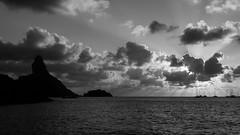 Os Últimos Raios de Sol (H. P. Filho) Tags: cameraphone samsunggalaxya52016 photoshoplightroom blackandwhite fernandodenoronha noronha brasil pôrdosol mar céu nuvens morrodopico silhueta sunset sea sky clouds peak silhouette brazil 50view faved 2fav ap 3fav 5fav 100view pnb 10fav