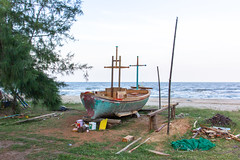 Fishing boat under construction @ Sam Roi Yot (Ralph Apeldoorn) Tags: beach boat samroiyot sea changwatprachuapkhirikhan thailand th