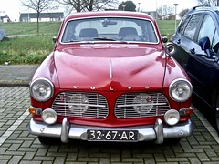 32-67-AR VOLVO Amazon 122S B18 Overdrive 1965 (ClassicsOnTheStreet) Tags: 3267ar volvo amazon 122s b18 overdrive 1965 volvoamazon amazon122s amazonb18 p120 wilsgaard janwilsgaard 60s 1960s lefèbvre classiccar classic oldtimer classico oldie klassieker veteran gespot spotted carspot amsterdamn amsterdam noord schoenerstraat 2015 2019 straatfoto streetphoto streetview strassenszene straatbeeld classicsonthestreet cwodlp onk ar redcar rood red rouge rot rosso roja