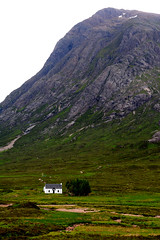 no noisy neighbours (grahamfellows58) Tags: white house mountain scotland