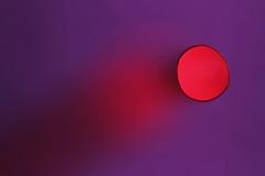 Tour de magie pour un trou (Emmanuelle2Aime2Ailes) Tags: macromondays holes macro paille trou rouge bokeh abstraction minimalisme straw