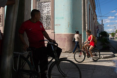 _DSC7806 (frangher) Tags: rosso bayamo cuba bayamesa people persone street strada life vitadistrada viaggi travel bicicletta streetlife bicycle ragazza girl nikon d3100 flickrtravelaward nikonflickraward