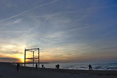 watching the sunset at the beach II (ericgrhs) Tags: sunset sonnenuntergang beach strand ostsee balticsea shoreline sea meer warnemünde rostock sky himmel clouds sun