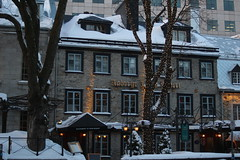 IMG_3147 (huguesasnard) Tags: quebec city canada petit champlain rue street christmas winter hivers cold night castle tower snow neige chateau canoneos100d