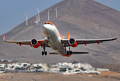 G-EZWL (GH@BHD) Tags: gezwl airbus a320 a320200 a320214 u2 ezy easyjet aircraft aviation airliner ace gcrr arrecifeairport arrecife lanzarote
