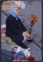 Blumenfrau_Schranne_OM2_1981 (ksadjina) Tags: 1981 24x36 austria blumenfrau fujifilm nikonsupercoolscan9000ed om2 salzburg schranne silverfast archive color film market scan slides