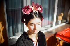 Frida Kahlo cosplay-1 (asahi demartiny) Tags: film плёнка пленка pentax asahi pentaxasahi filmcamera girl girlfriend frida fridakahlo kahlo kahlocosplay fridakahlocosplay фридакало фрида кало портрет portrait 35mm analog