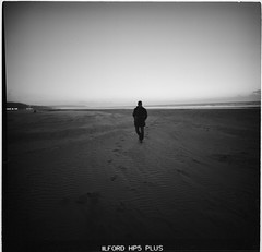 on the beach (lvw27) Tags: analog film bw black white limo lca 120 medium format beach travel france sea ilford hp 5