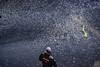 122-Confetti sécu (Alain COSTE) Tags: bordeaux carnaval coursvictorhugo parkingvictorhugo pointdevue confetti défilé hauteur rue gironde france fr