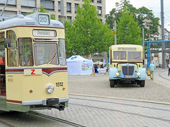 Dresden - Canaletto Stadtfest, alte Straßenbahn und alter Büssing Bus (www.nbfotos.de) Tags: dresden canaletto stadtfest postplatz strasenbahn tram büssing nag900 bus