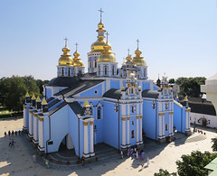 Saint Michael's Golden-Domed Monastery (B℮n) Tags: київ kyiv kiev ukraine киев kiëv oekraïne dnjepr dnipro hidropark viewpoint historical treasures river green park bridge rusanivskastrait dnieper brovary 50faves topf50 orange revolution independence square europe centre history viktor janoekovytsj україна globus monument independencemonumentмонументнезалежності монументнезалежності ukrainehotel готель готельукраїна євромайдан ❤ blue yellow flag соборсвятоїсофії софійськийсобор national sanctuary holy cathedral complex landmark ukrainian baroque architecture heritage seven wonders unescoworldheritage михайлівськийзолотоверхиймонастир saintmichael goldendomedcathedral goldendomed domes gold golden religious 100faves topf100