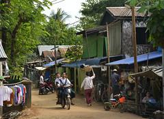 Village street scene (Frühtau) Tags: country land burma burmese μυανμάρ 버마 buddhism ミャンマー village dorf people leute bewohner habbitans street scene strassen szene buildings house home häuser traditional daily life myanmar stuff birmanya βιρμανία mjanmarsko мианмар 缅甸 мјанмар