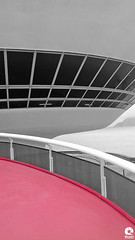 Museu de Arte Contemporânea - Niterói - Rio de Janeiro (Michell Fotografia) Tags: mac museudeartecontemporânea oscar niemeyer oscarniemeyer oscarniemeyerarquitetura arquitetura cidadedeniteroi montanhasdoriodejaneiro riovistodeniteroi niteroi cidadedoriodejaneiro rio450 rio450anos rio450years riocidadeolimpica brasil brazil macmuseumofcontemporaryart icaraíniteróirj baíadaguanabararj bw monochrome bnw pb blackandwhite riodejaneiro street pretoebranco museum architect sugarloaf pãodeaçúcar niterói cristoredentor niteróirj dezembro art arquiteto niemayer museu contemporânea arte contemporany dia iso red ufo architecture mar sea seaview icaraí praia beach flickaward mygearandme supershot ringexcellence