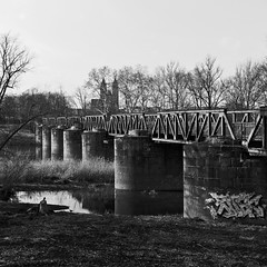 Kanonenbahnbrücke (chipdetty) Tags: brücke über die alte elbe kanonenbahnbrücke railwaybridge bridge monochrom magdeburg landscape urbanphotography oldelbe black white bw bnw eisenbahnbrücke