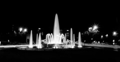 NightScape (Lea Ruiz Donoso) Tags: comunidaddemadrid españa spain madrid night nightscape dark sky city cityscape longexposure sony nocturna noches bw street ciudad water lights luces agua