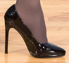 IMG_4073_shoe_f: Question (AlexandraCollins) Tags: heels pantyhose stockings