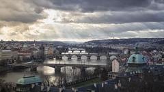 Brückenblick über Prag... (angelika.kart) Tags: prag stadt stadtansicht moldau brücken wolken licht lichtstrahlen tschechien hauptstadt