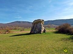 Dolmen-de-Sorginetxe (Senditur) Tags: álava turismo viajar visitar naturaleza dolmen historia euskadi españa senditur