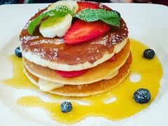 Super-light breakfast 😆 (sara_concas) Tags: pancakes friends breakfast foody foodphotography food foodporn foodlove foodie foodies foodgasm strawberry banana caffeconcerto brunch piccadilly london