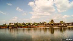 Arriving at Angkor Wat (Lцdо\/іс) Tags: angkorwat cambodge cambodia travel trip kambodscha voyage angkor temple unesco lцdоіс panorama panoramique panoramic discover