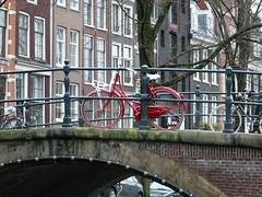 The red bike, 13-1-2019 (k.stoof) Tags: amsterdam centrum reguliersgracht kerkstraat gracht canal red bike fiets