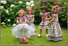 Kindergartenkinder ... auf Burg Hülshoff ... (Kindergartenkinder 2018) Tags: hortensien burg hülshoff kindergartenkinder sanrike annemoni kindra tivi