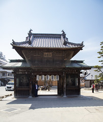 The gate of the Daiganji temple with the two temple guards (fnks) Tags: asia japan tokyo hiroshima miyajima island sea trees ropeway shrines buddhism temples ferry sky deer beach tides tanterns water sunshine mountains