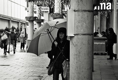 Umbrella (Bury Gardener) Tags: burystedmunds bw blackandwhite britain monochrome mono 2018 england eastanglia uk people peoplewatching folks nikond7200 nikon suffolk streetphotography street streetcandids snaps strangers candid candids arc thearc