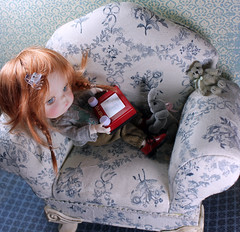 Etching it (bentwhisker) Tags: doll bjd resin secretdoll mongvol3 worldssmallest etchasketch 5632