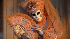 The princess of the morning (ej - light spectrum) Tags: venezia venice venise venedig 2019 costume sunlight morning mask olympus omd em5markii mzuiko italy italia italien carnevale m1240mmf28 february