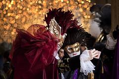 Carnevale a Venezia, marzo 2019 (Zaffiro&Acciaio: Marco Ferrari) Tags: italia italy veneto venezia venice carnevale carnival sfilata parade canon canon500d 150600 150600sigma sigma inverno winter marzo march 2019 costumi costumes selfie maschere mask autoscatto