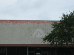 The Albertsons logo, former store #4346 - Venice, FL (YonWooRetail2) Tags: albertsons logo labelscar