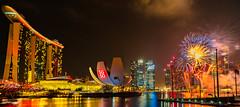 The Ultimate Show - Happy NEW YEAR!!!!!!!! (*Capture the Moment*) Tags: 2015 artsciencemusum centralbusinessdistrict doublehelixbridge elemente feuerwerk fireworks mbs marinabay nachtaufnahmen nightshot reflections reflexion sg50 shoppes singapore singapur wasser water