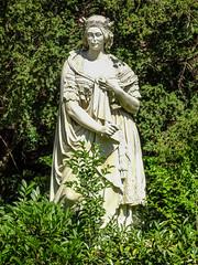 Estatua de Isabel II jardin del parque Campo del Moro Madrid 01 (Rafael Gomez - http://micamara.es) Tags: campodelmoro esp españa madrid estatua de isabel ii jardin del parque campo moro