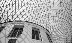 Brits museum (Maurits van den Toorn) Tags: museum london londen england roof sky architecture architectuur blackwhite up building