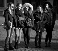 Girls girls girls (Phil*ippe) Tags: blackwhite black white winter portrait people woman selfie smile phone mobile antwerp antwerpen anvers
