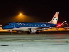 KLM Cityhopper PH-EXX HAJ at Night (U. Heinze) Tags: aircraft airlines airways airplane haj hannoverlangenhagenairporthaj flugzeug olympus 12100mm night nightshot eddv