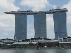 SingaporeRiverColonialDistrict035 (tjabeljan) Tags: singapore asia colonialdistrict singaporeriver colemanbridge oldparliament fullertonhotel themelrion raffles victoriatheatre clarkquay marinabay