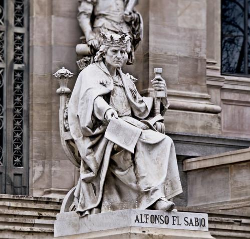 ESTATUA DE ALFONSO EL SABIO, BIBLIOTECA NACIONAL, MADRID 8848 10-2-2019