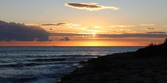 Era già l'ora che volge il disio ai navicanti e 'ntenerisce il core lo dì c' han detto ai dolci amici addio; e che lo novo peregrin d'amore punge, se ode squilla di lontano che paia il giorno pianger che si more; Purgatorio, VIII, 1-6 (Fausto Bufardeci) Tags: mare tramonto sky cielo nuvole clouds sicilia italia ragusa nave ship