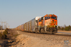 Racks Not Rolling (Russell_Honey) Tags: ge bnsf es44dc republic missouri cherokeesub autocarriers railfan railroadphotography