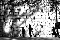 Being followed -2- (jaume zamorano) Tags: blackandwhite blancoynegro blackwhite blackandwhitephotography blackandwhitephoto bw c d5500 gente lleida monochrome monocromo muro nikon noiretblanc nikonistas pov people street streetphotography streetphoto streetphotoblackandwhite streetphotograph urban urbana wall shadow sombra ombre