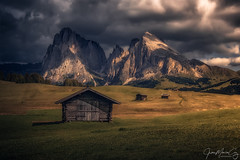 The last rays of sunshine light up at Alpe di Siusi - Castelrotto (Bolzano, Italia) (Juan María Coy) Tags: storm bolzano dolomiti mountains sun clouds italy italia dolomites dolomiten southtyrol trentinoaltoadige südtirol sky travel rock rocks mountain cliff peak alps edge dramatic paraglider rain cloud sudtirol canon7dmarkii canon canonefs1585mm alpedisiusi castelrotto dolomitas paisaje montaña cielo tormenta hierba madera árbol campo