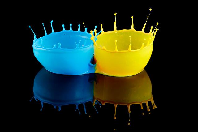 Обои bicolor, краска, всплеск, отражение картинки на рабочий стол, фото скачать бесплатно