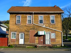 Sagging Duplex (e r j k . a m e r j k a) Tags: westvirginia wellsburg abode house encore 2011 erjk