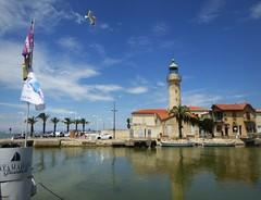 il vecchio faro (fotomie2009) Tags: faro di le grauduroi grau du roi france gard languedoc occitanie occitania canal canale water acqua boats barche clouds nuvole blue