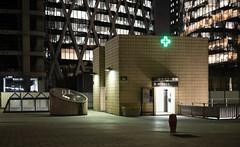 (numéro six) Tags: urban urbano urbain night nuit noite ladéfense paris france architecture arquitetura pharmacie farmacia
